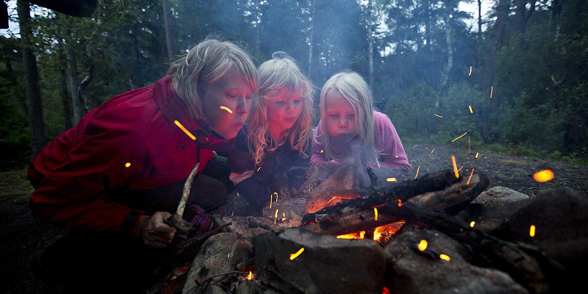 Vem blåser igång elden? (Och vem äter flest plättar från stekpannan över glöden?)